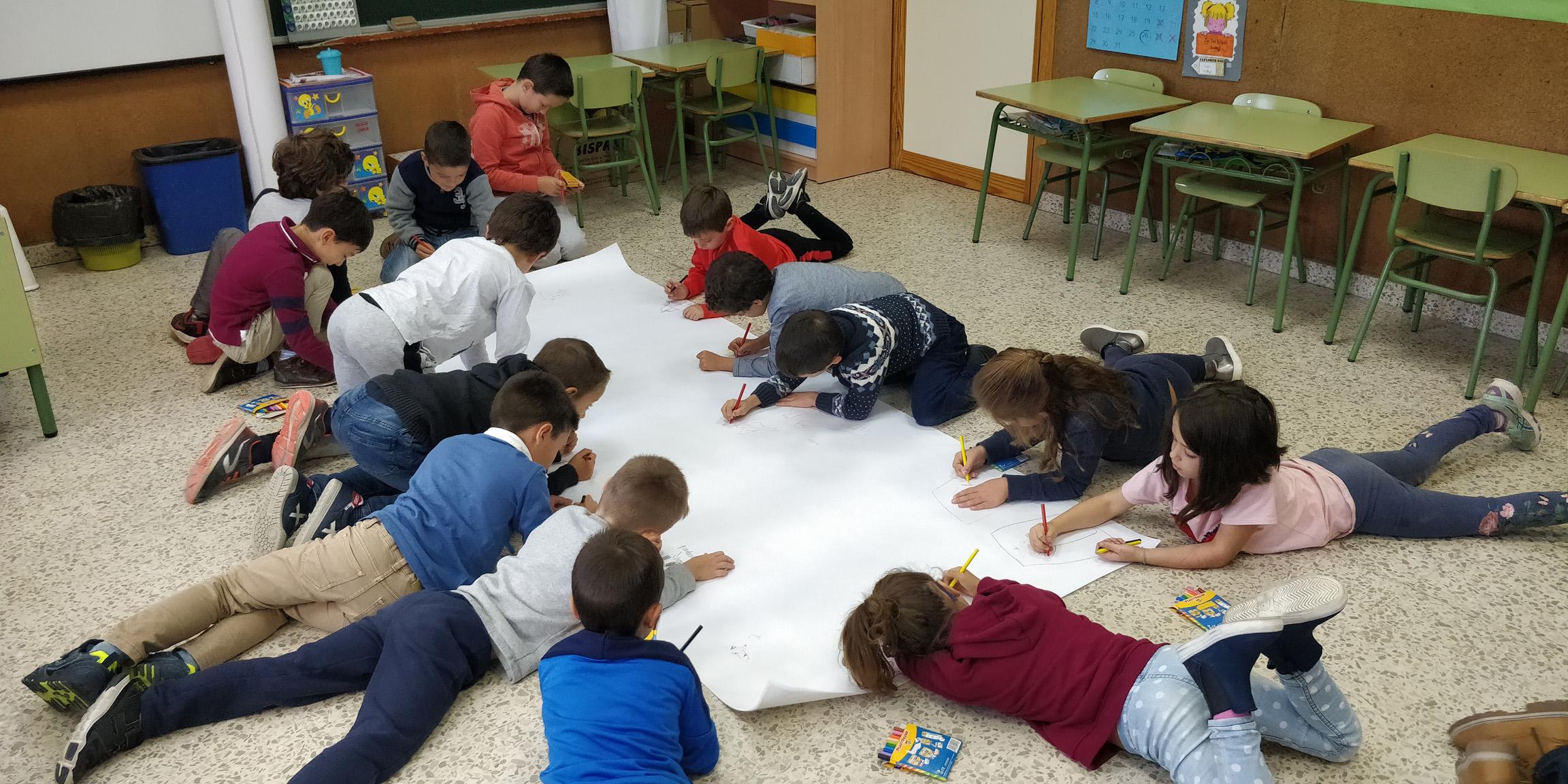 educacion primaria dibujando en clase